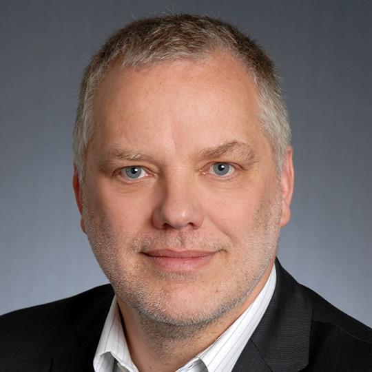 Portrait of Dr Kromminga for product testimonial.